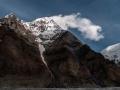 Drogi na Piku Byankol (5790/5841 m).