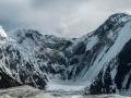 Droga na Piku Ośmiu Alpinistek. Wysokość ściany:  1260 m,  Długość:  1584 m  (~50 wyciągów), czas: 4 days (37h), trudności:   4a, 3  Kluczowe miejsce: 106m - 4c, 27 m - 5c, A2
