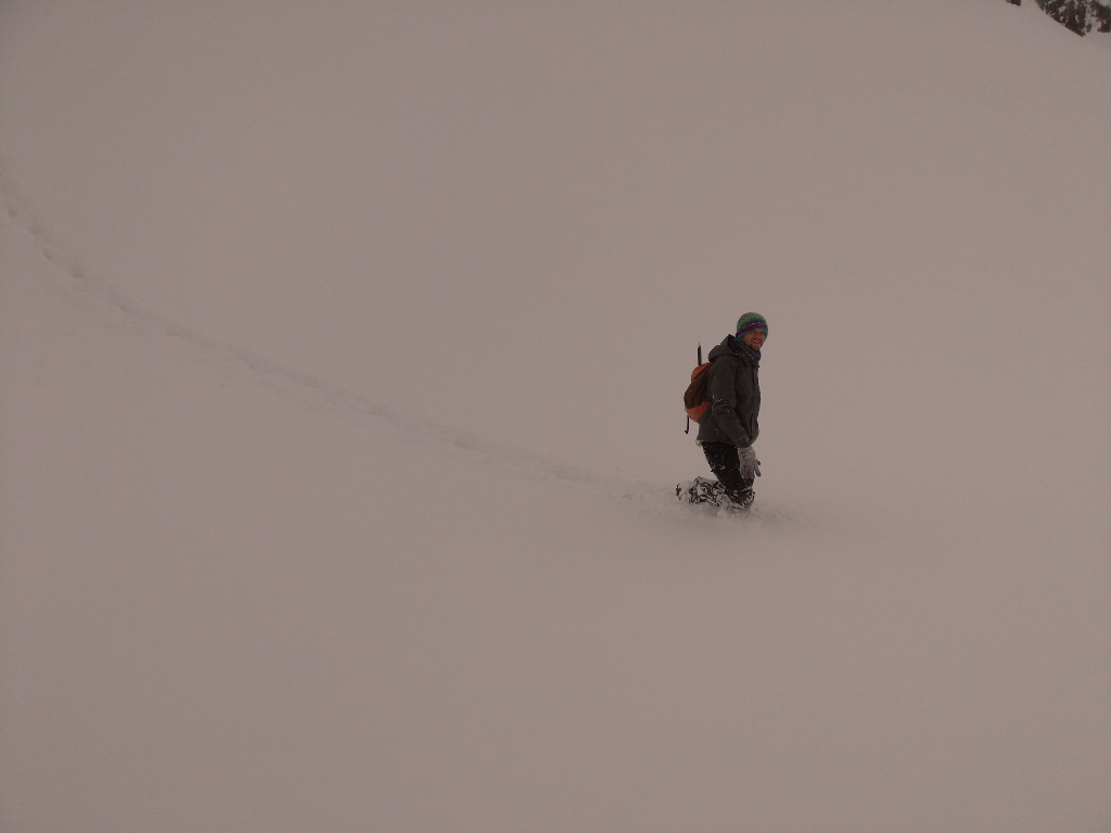 Nie jest tak źle, w tym miejscu śnieg jest tylko po kolana..